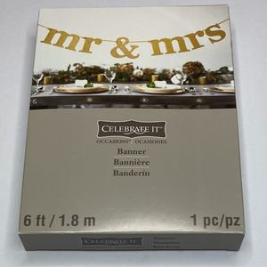 GOLD MRS & MR LETTERING BANNER WEDDING BRIDAL